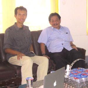 Saya bersama pak Otong Wiranatakusumah usai wawancara di Museum Konperensi Asia-Afrika, Bandung.