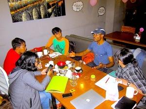 Nsikan Ekwere (bertopi) ketika tengah berbincang-bincang bersama tim Journativist Sahabat MKAA.