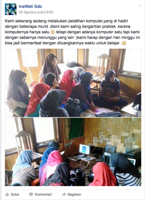 Siswa SMK Karya Putra Manggala tengah belajar menggunakan komputer. Mereka secara bergiliran menggunakan komputer yang tersedia. (Foto: SMK Karya Putra Manggala FB Group)