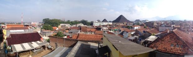 Kawasan pemukiman sekitar kampus UIN SGD yang banyak menyediakan asrama bagi mahasiswa. (Foto 180: Yudha PS)